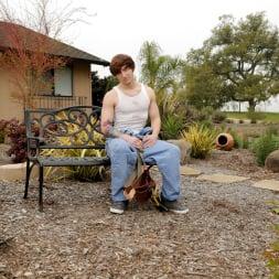 Brandon Moore in 'Next Door Studios' Handy Man To-Do (Thumbnail 12)