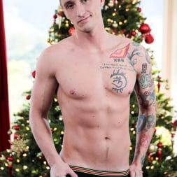 Dalton Riley in 'Next Door Studios' Stressless Christmas (Thumbnail 12)