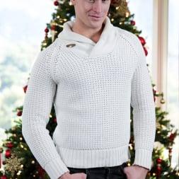 Dalton Riley in 'Next Door Studios' Stressless Christmas (Thumbnail 18)
