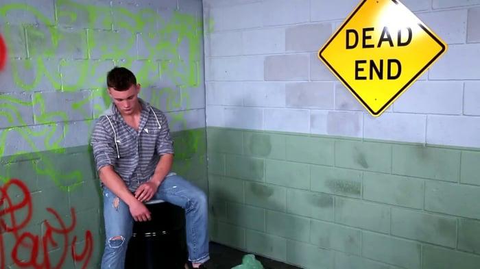 Damien West in 'Deep Undercover'