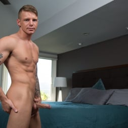 Shawn Reeve in 'Next Door Studios' Fully Furnished (Thumbnail 20)